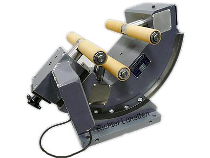 Wellenfräsmasch - halbautomatische schnellzentrierende Lünette, gebaut von H. Richter Vorrichtungsbau GmbH, Deutschland
