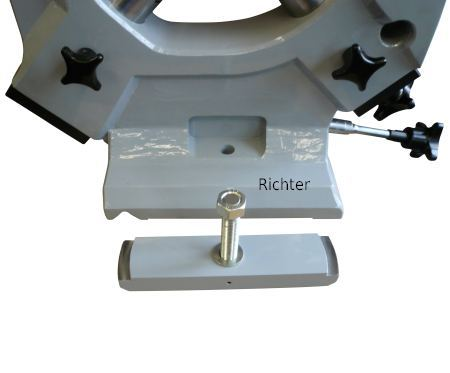 Special Clamping to the lathe bed, construit par H. Richter Vorrichtungsbau GmbH, Allemagne